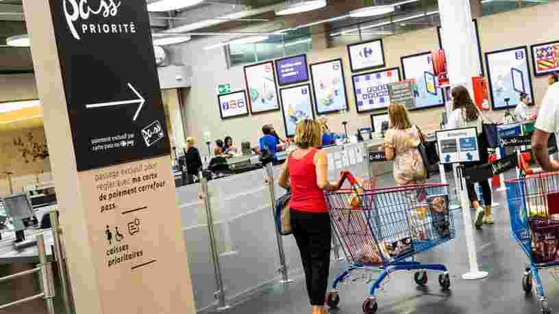 Carrefour, Casino, Auchan, Leclerc : que valent les cartes bancaires de la grande distribution ?