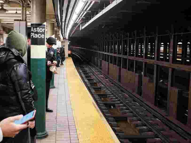 Les New-Yorkais perdent trop souvent leurs AirPods dans le métro, et ça engendre des retards