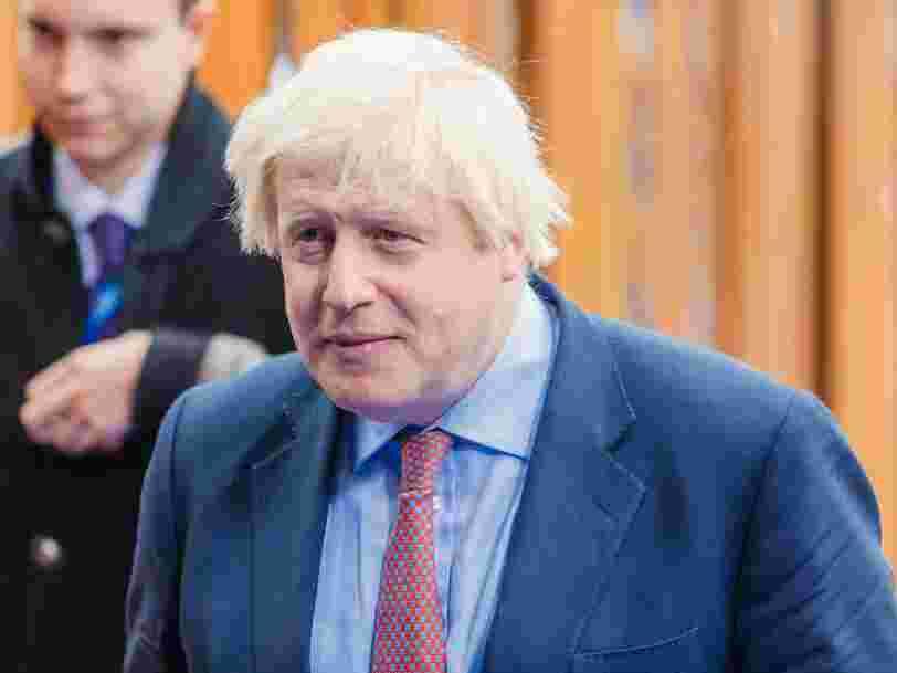 Boris Johnson met la pression sur l'Union européenne et inquiète les marchés