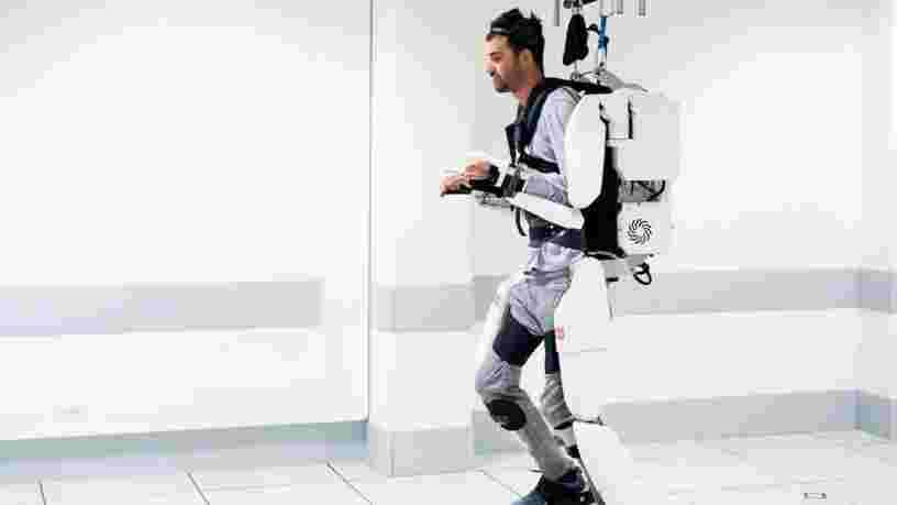 Un homme tétraplégique parvient à piloter un exosquelette par la pensée grâce à une équipe de chercheurs français