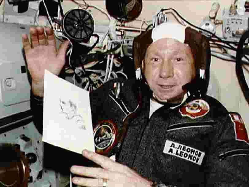 Alexeï Leonov, le premier homme à avoir fait une sortie extra-véhiculaire dans l'espace, est mort à l'âge de 85 ans