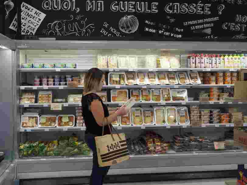 Pour lutter contre le gaspillage alimentaire, cette enseigne propose des produits moches ou presque périmés 30% moins cher