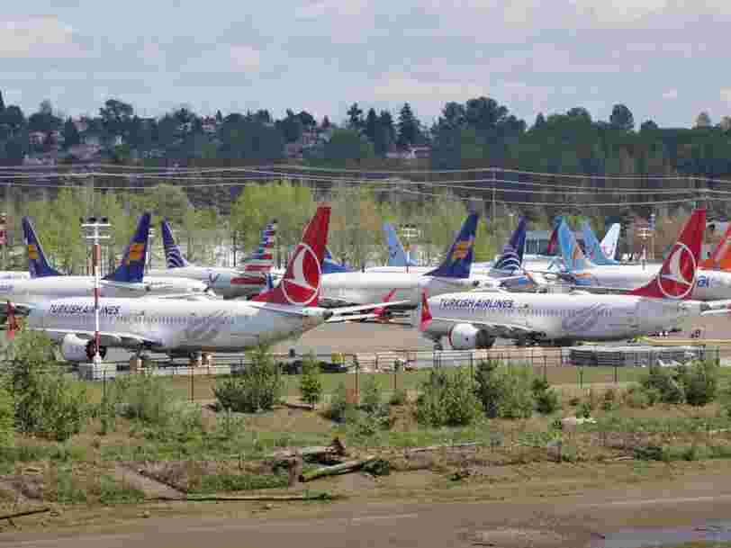 Boeing voit ses bénéfices divisés par deux au 3e trimestre mais parie sur un retour rapide du 737 Max