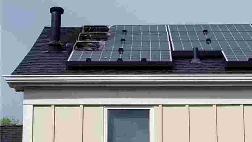 Des panneaux solaires Tesla ont pris feu sur le toit d'une maison aux États-Unis
