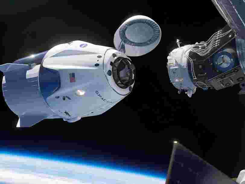SpaceX réussit une prouesse 'historique' en amarrant sa capsule Crew Dragon à la Station spatiale internationale