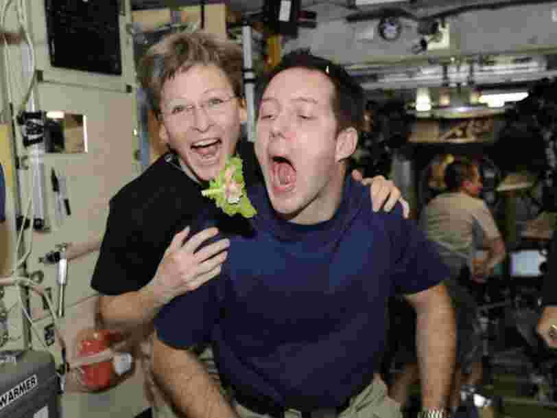 Ces photos montrent comment les astronautes vivent dans l'espace, et ils ont l'air de bien s'amuser