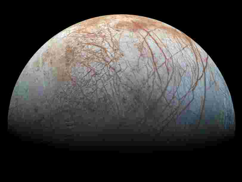 La NASA a détecté assez d'eau sur l'une des lunes de Jupiter pour remplir une piscine olympique en quelques minutes