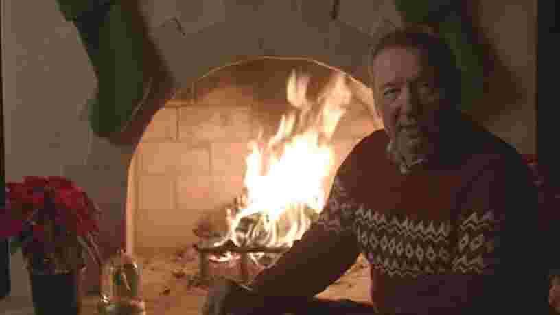 Kevin Spacey, toujours accusé d'agression sexuelle, appelle à plus de 'gentillesse' dans une étrange vidéo de Noël