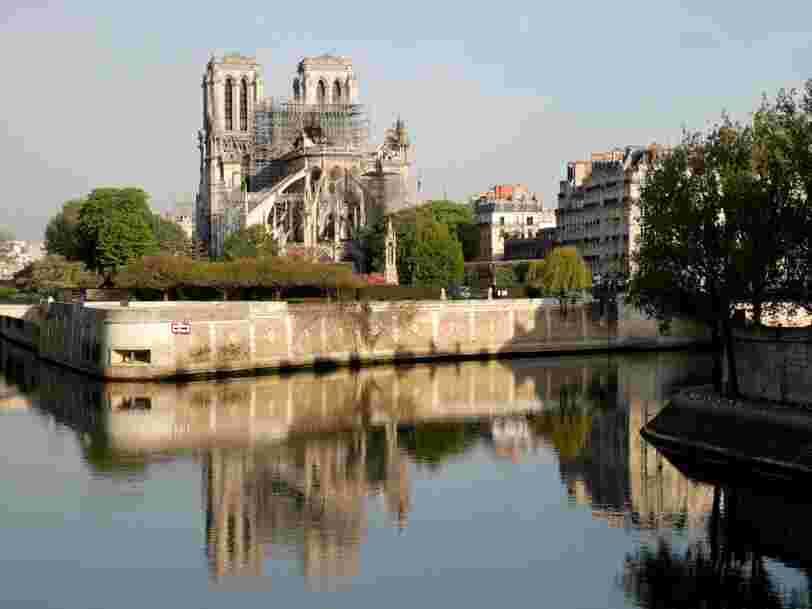 Reconstruire Notre-Dame avec une touche moderne serait la dernière évolution d'une longue série