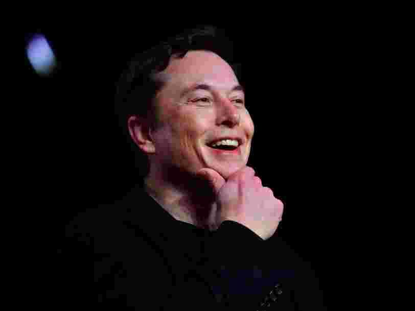 Elon Musk promet que les Tesla pourront bientôt parler aux piétons et le prouve avec une vidéo