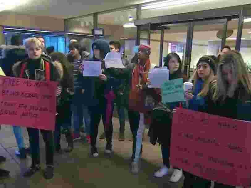Des manifestants ont été payés pour se rendre à l'audience sur l'extradition de la directrice financière de Huawei et prétendre la soutenir