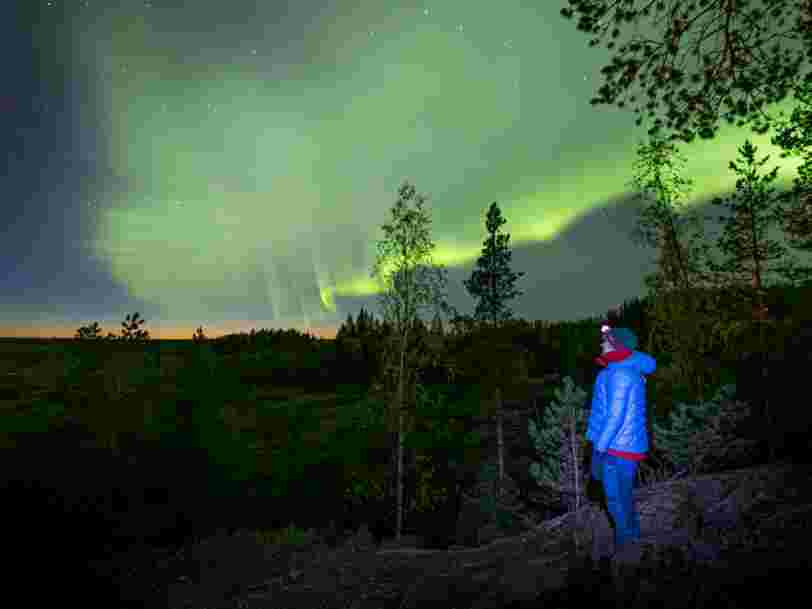 Des chasseurs d'aurores boréales ont filmé un nouveau type d'aurores qui s'étend dans le ciel comme des doigts