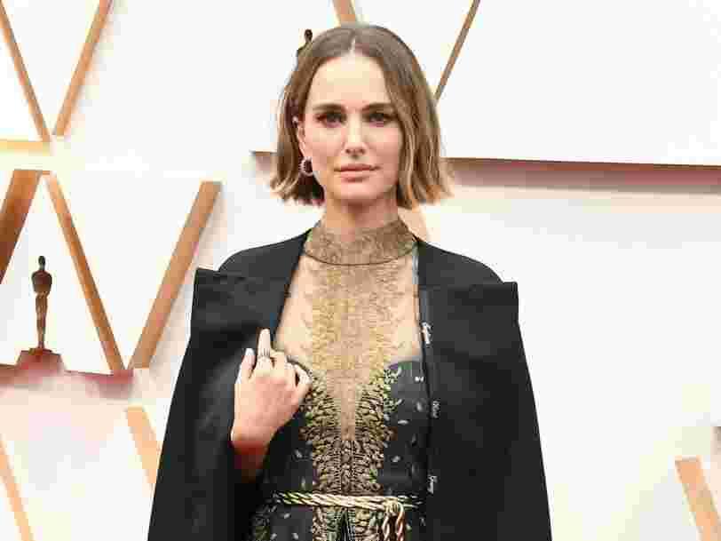 Oscars 2020 : Natalie Portman a rendu hommage aux réalisatrices ignorées par la cérémonie sur sa tenue