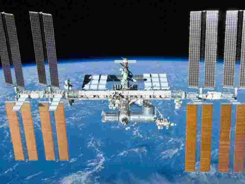 La Russie pense que quelqu'un a intentionnellement provoqué la fuite d'oxygène et une chute de pression sur la Station spatiale internationale — et une photo partagée par la NASA semble conforter cette théorie