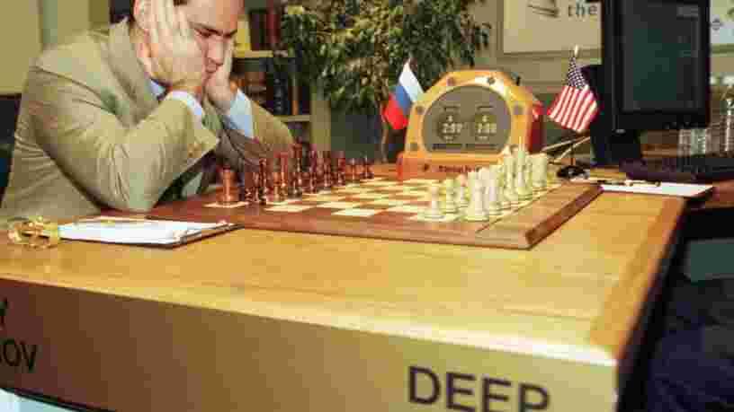 Le maître d'échecs qui a été battu par l'ordinateur 'Deep Blue' prédit que l'IA va 'détruire' la plupart des emplois