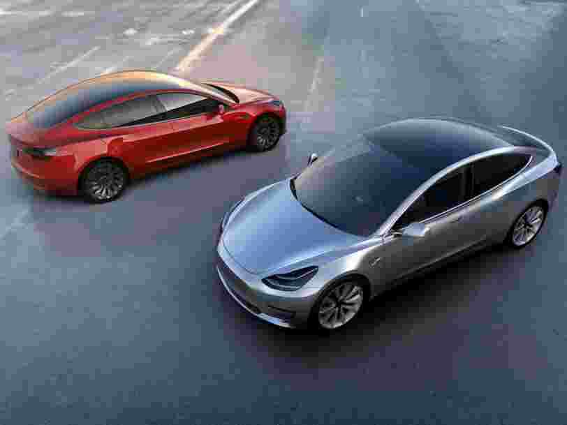 Elon Musk pourrait faire appel à Wall Street pour tenir le rythme de ses annonces sur la Tesla Model 3 et un nouveau toit solaire