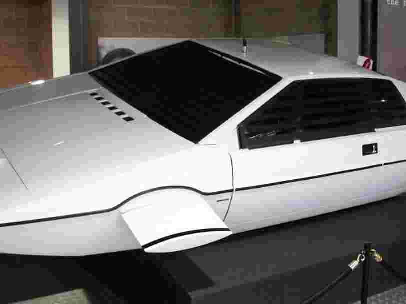 Tesla a une voiture sous-marine comme celle de James Bond dans ses cartons, assure Elon Musk