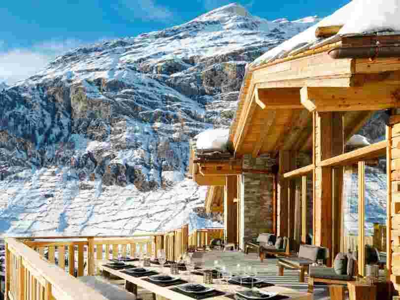 Un chalet suisse avec 7 chambres a été nommé 'meilleur chalet de ski du monde' 2 années de suite — découvrez pourquoi ce titre est mérité