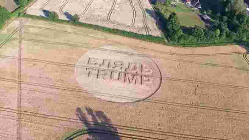 Un artiste écrit 'F--- Trump' dans un champ de blé visible depuis la trajectoire de vol de Trump au Royaume-Uni