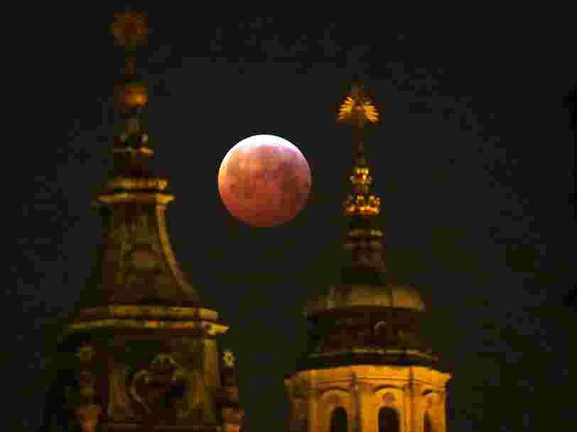 Une super-Lune de sang s'est produite aujourd'hui — voici à quoi ressemblait le spectacle