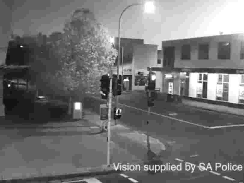 Une vidéo montre une boule de feu illuminant le ciel australien, la NASA confirme que c'était un météore