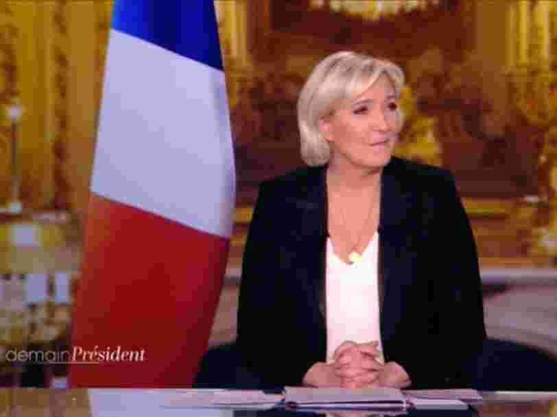 Marine Le Pen a fait retirer le drapeau européen d'un plateau télé —et ça n'a pas échappé à la Commission européenne