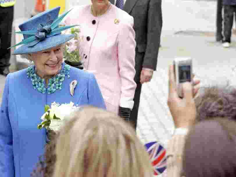 La reine Elizabeth II cherche quelqu'un pour gérer ses réseaux sociaux