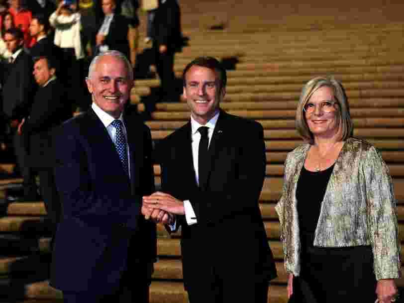 Les Australiens s'emballent sur les réseaux sociaux après qu'Emmanuel Macron qualifie la femme du Premier ministre australien de 'délicieuse'