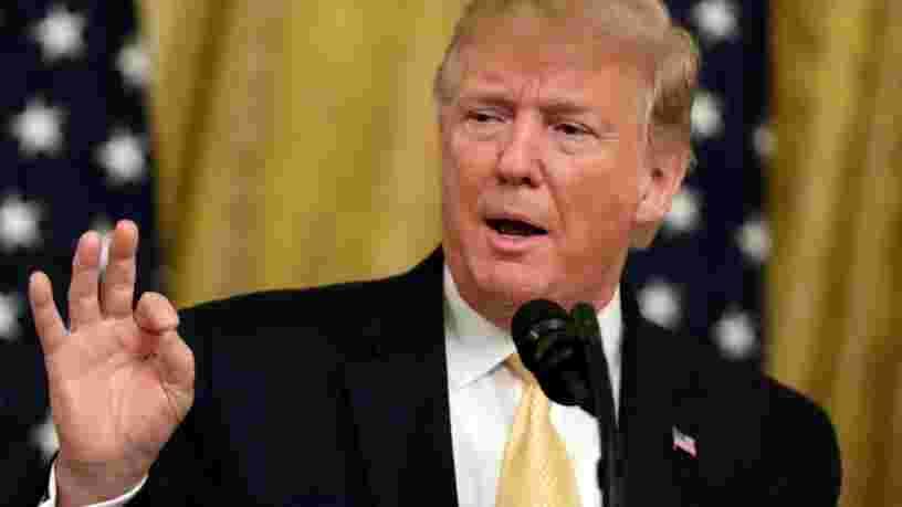 La Maison Blanche a affiché des tweets de Donald Trump sur des pancartes pour son sommet sur les réseaux sociaux