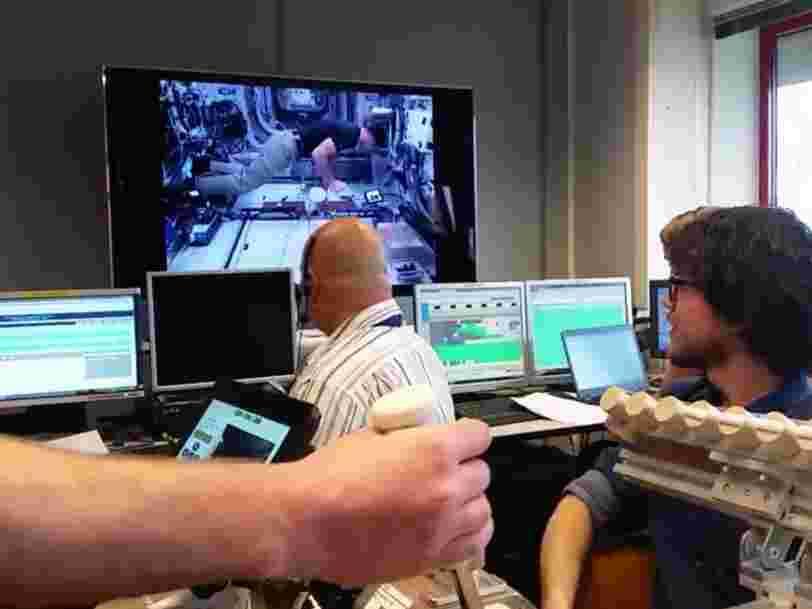 Cette simple poignée de main pourrait aider à accélérer l'exploration spatiale