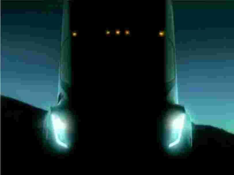 Elon Musk annonce que Tesla dévoilera son nouveau camion électrique en octobre