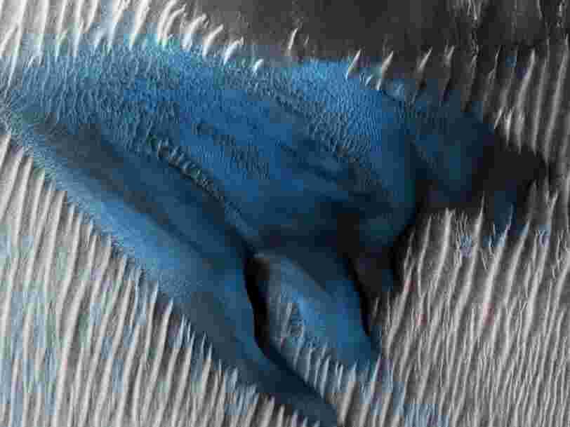 La NASA a découvert une dune de sable de couleur bleue électrique sur Mars — et les photos sont hallucinantes
