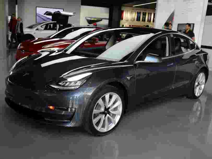 Tesla suspend temporairement sa ligne d'assemblage duModel3
