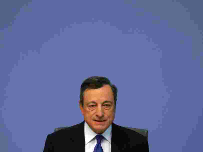 La BCE maintient sa politique monétaire inchangée et ignore l'éventuelle élection d'Emmanuel Macron