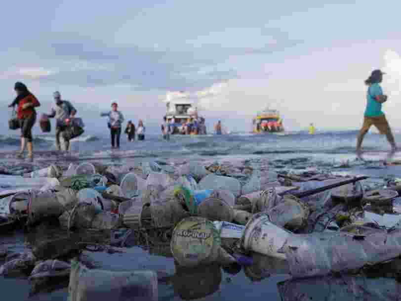 Des scientifiques ont trouvé par hasard un moyen de recycler les milliards de bouteilles en plastique — mais cette solution comporte une faille