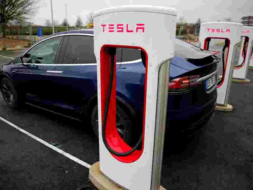 Tesla a décidé de vendre sa Model 3 uniquement en ligne. Voici les magasins français menacés de fermeture