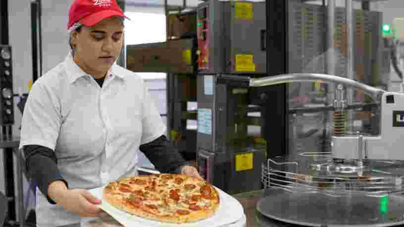 Cette pizza faite par un robot devrait terrifier Pizza Hut et Domino's