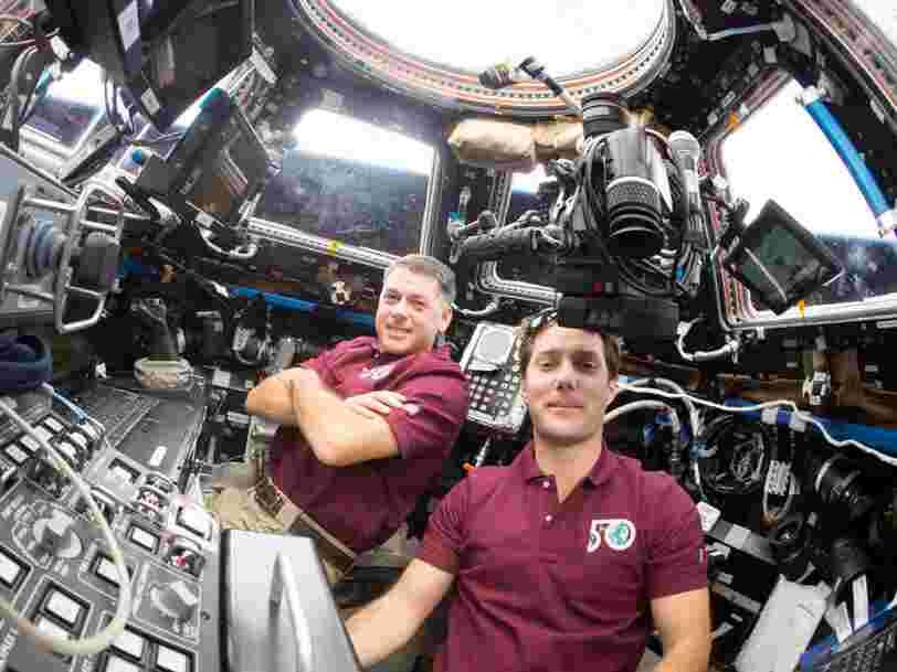 L'astronaute Thomas Pesquet effectue sa première sortie dans l'espace et devient le 4e Français 'marcheur de l'espace'