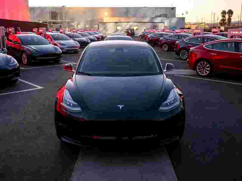 Une voiture électrique standard sera vendue au même prix qu'une voiture à essence comparable d'ici 5 ans, prédit le cofondateur de Tesla