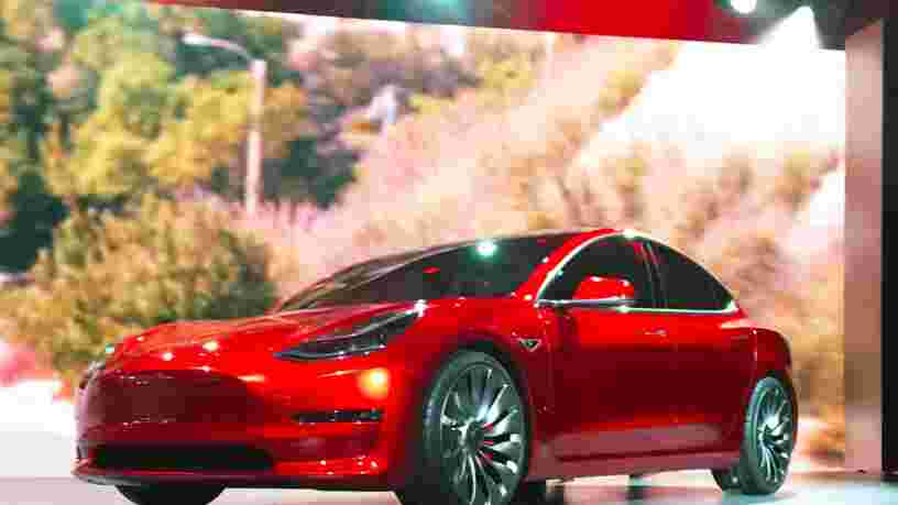 Tesla annonce lever plus de 1Md$ en amont du lancement de la Model 3