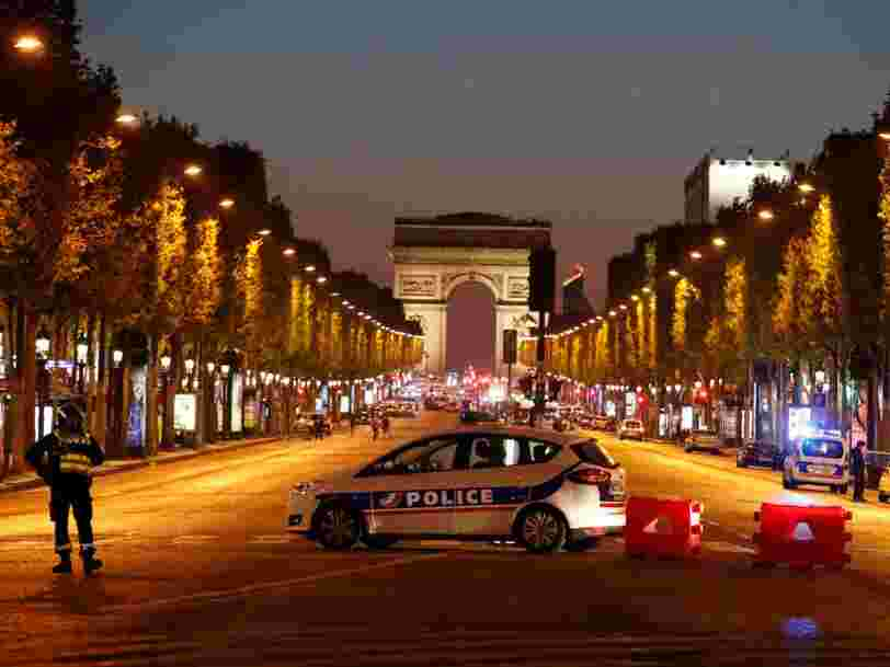 Un policier et un assaillant ont été tués dans une fusillade 'd'ordre terroriste' sur les Champs-Elysées à Paris