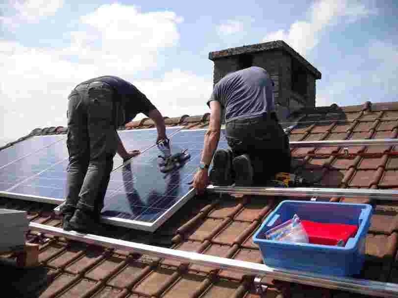 Tesla va proposer des panneaux solaires en location en Europe