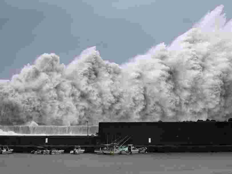 EN IMAGES: Le Japon est frappé par le typhon le plus violent depuis 25 ans qui pourrait obliger 1,2 M de personnes à être déplacées