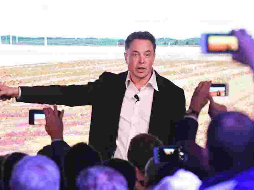 Tesla annonce avoir dégagé un bénéfice surprise lors d'un 'trimestre vraiment historique'