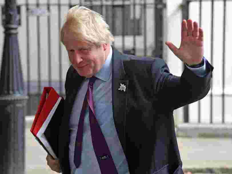 La livre sterling recule face à l'euro et au dollar après la démission de Boris Johnson du gouvernement britannique