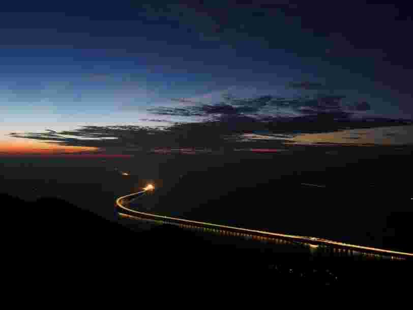 La Chine inaugure le plus long pont maritime du monde — il coûte 20 Mds$ et est 20 fois plus long que le Golden Gate Bridge