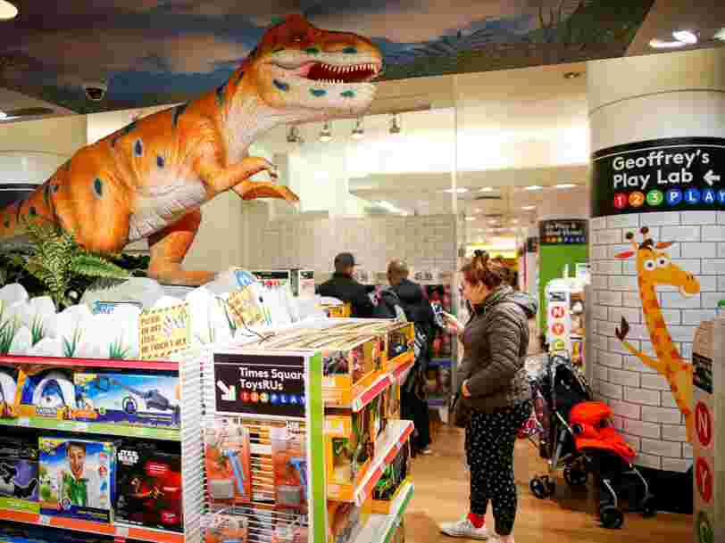 Toys'R'Us succombe à la concurrence d'Amazon — et d'autres géants du jouet pourraient connaître le même sort