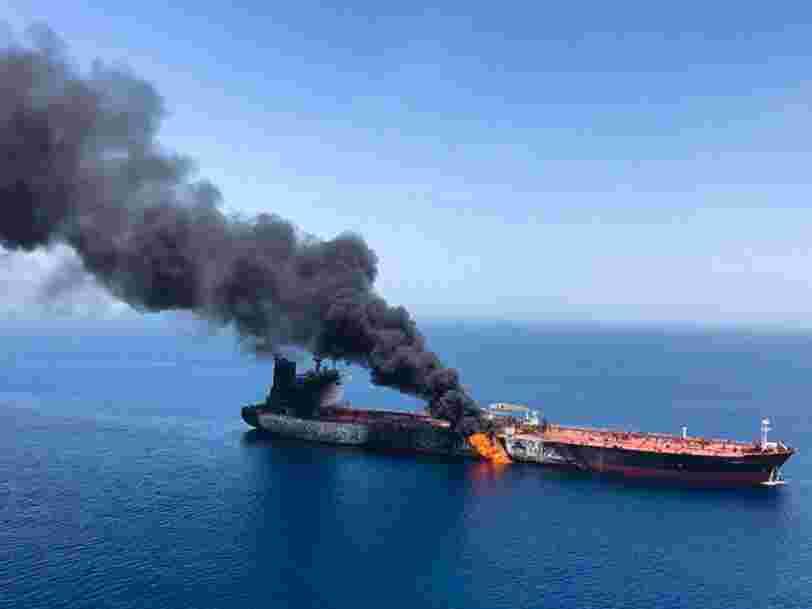 Les spectaculaires images des pétroliers en feu dans le Golfe d'Oman