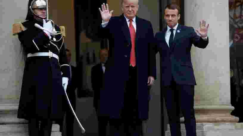 Emmanuel Macron a habilement repris à son compte les mots de Donald Trump qui l'accusait d'être 'insultant', pour défendre son projet d'armée européenne lors de leurs premiers échanges devant les médias à Paris