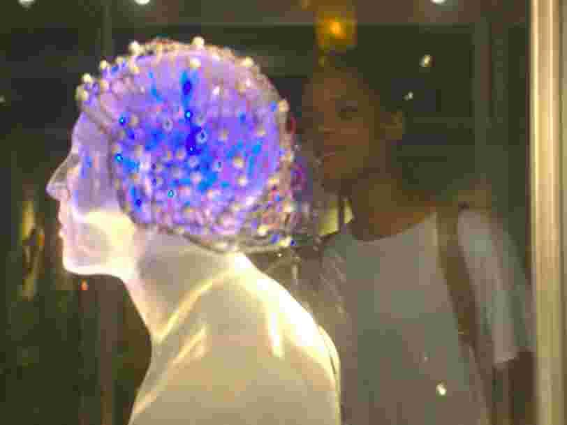 Il y a déjà des premières images de la nouvelle saison de 'Black Mirror' —la série d'anticipation tech la plus folle aura 6 nouveaux épisodes